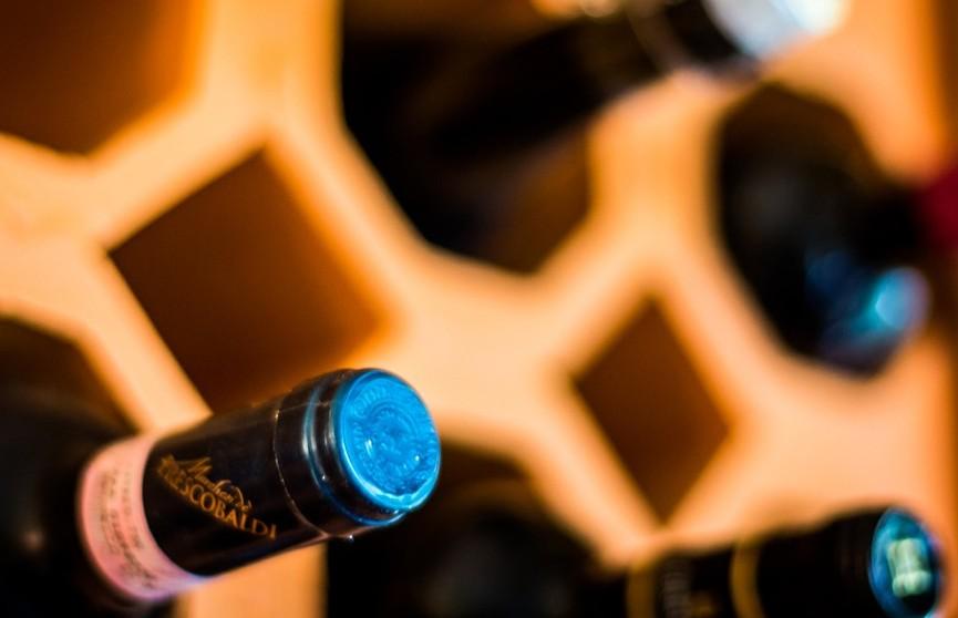 На Землю из космоса прилетели 12 бутылок французского вина