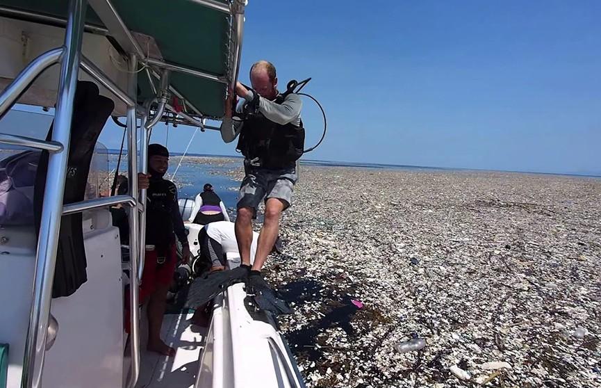 К берегам Карибских островов прибило тонны мусора