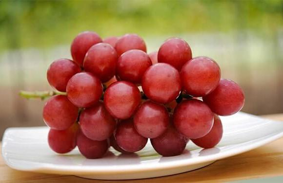 Гроздь винограда за 11 тысяч долларов продали в Японии