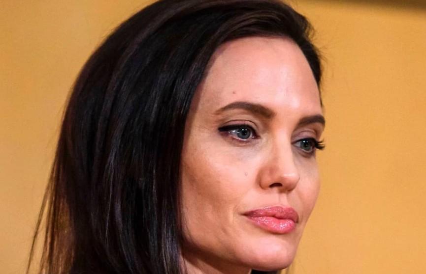 Анджелина Джоли собирается представить суду доказательства домашнего насилия со стороны Брэда Питта