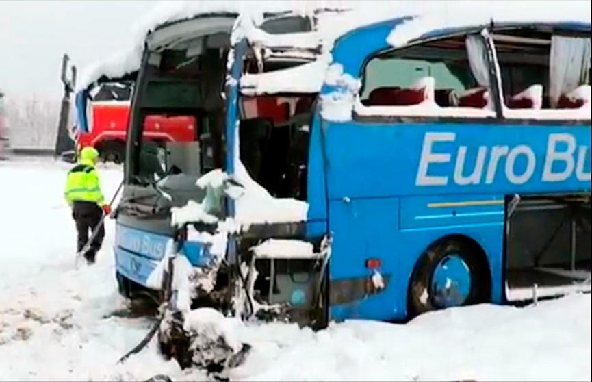 Мощный снегопад привёл к росту числа аварий в Сербии