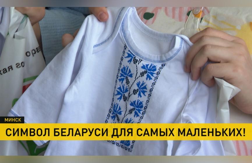 Накануне Дня Независимости активисты подарили новорожденным вышиванки