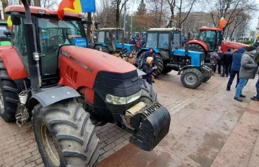 Протест на тракторах: в Молдове снова митингуют фермеры