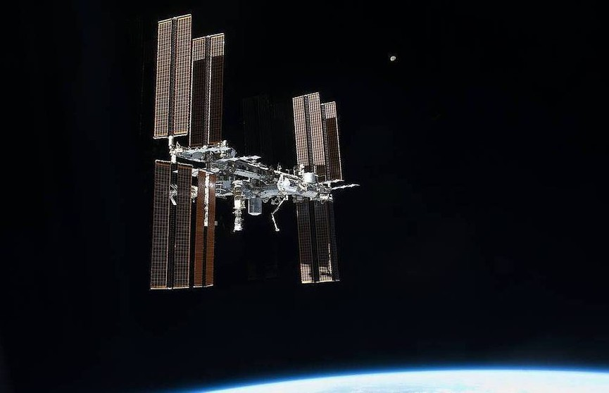 МКС успешно уклонилась от столкновения с космическим объектом
