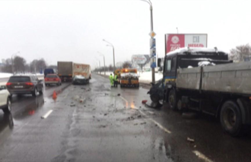 Три человека пострадали в массовой аварии на Партизанском проспекте