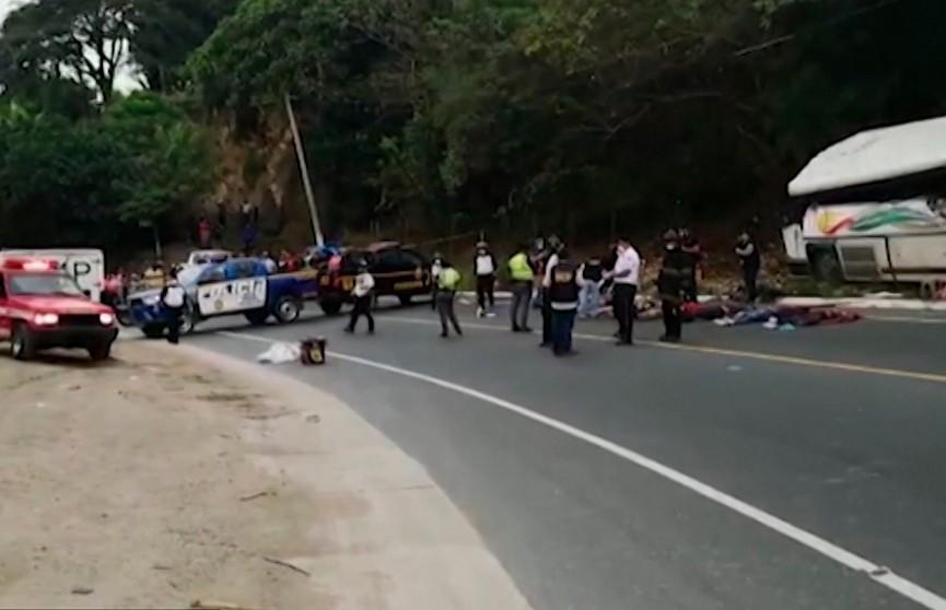 22 человека погибли в автокатастрофе в Гватемале. Среди погибших есть дети