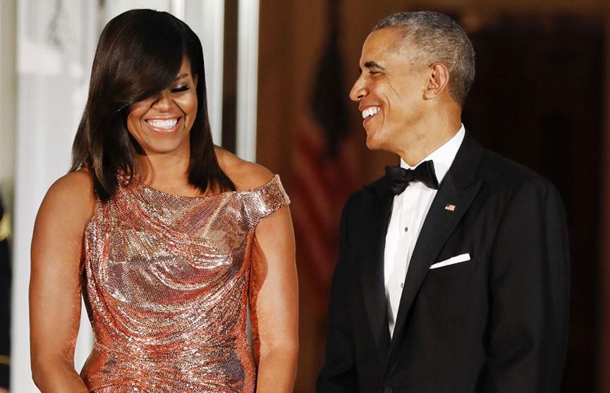 Барак Обама опубликовал семейное фото со статьёй про Горбачёва