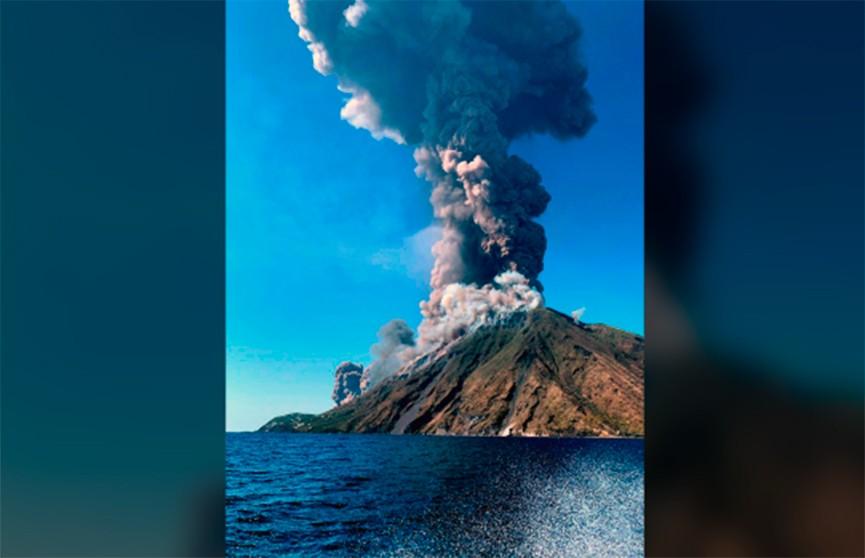 Извержение вулкана в Италии. Погиб турист