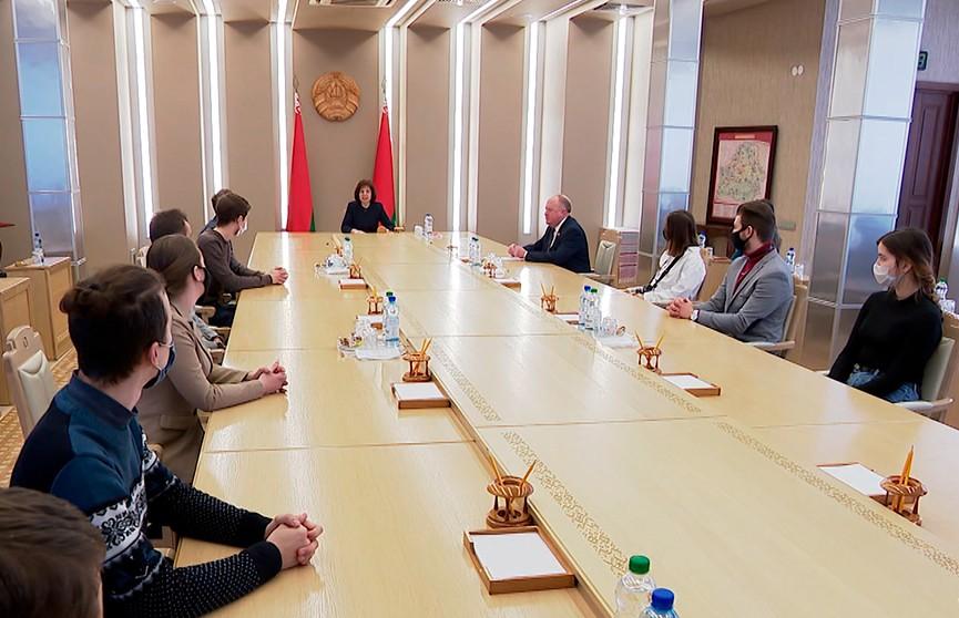Наталья Кочанова провела встречу со студентами БГУ