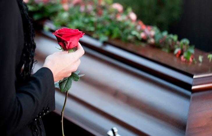 После смерти пожилой женщины ее семья изменилась до неузнаваемости (ФОТО)
