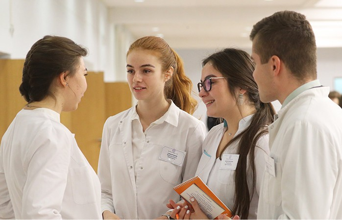Александр Лукашенко поздравил медиков с наступающим профессиональным праздником