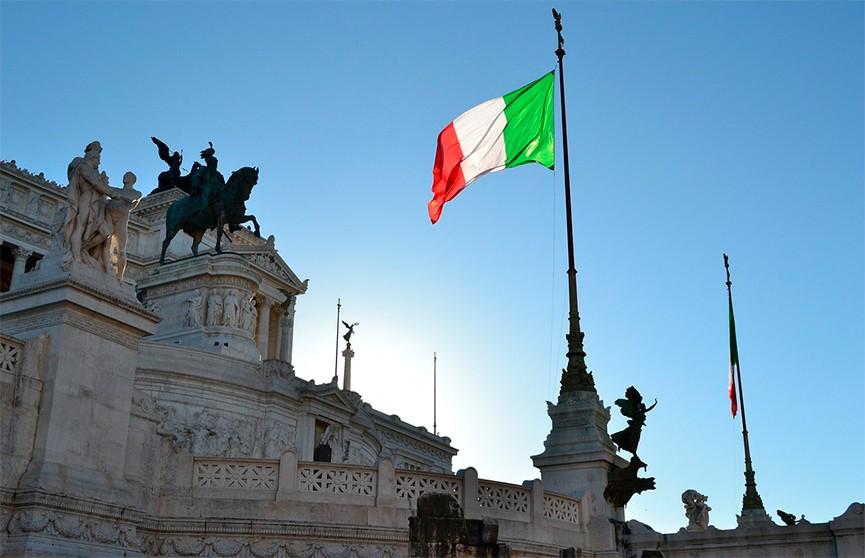 Экс-премьер Италии Берлускони снова попал в больницу
