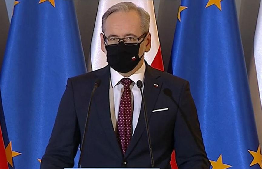 Скандал в Польше: известные люди вакцинировались от COVID-19 без очереди