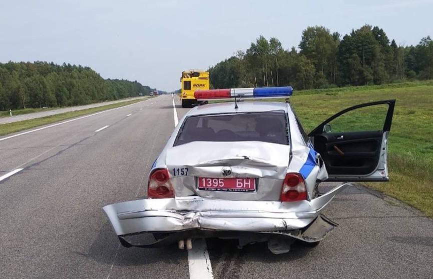Россиянин на «Газели» врезался в машину ГАИ на трассе М1