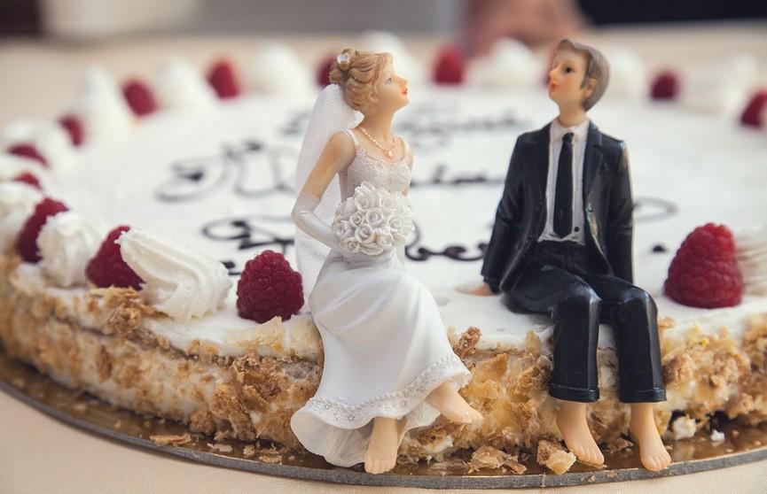 Этот торт рассмешит любого: кондитер воспринял пожелание невесты буквально. Посмотрите, что вышло