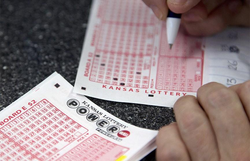 Американец на протяжении 20 лет подряд вписывал в лотерейные билеты одни и те же цифры и наконец сорвал джекпот