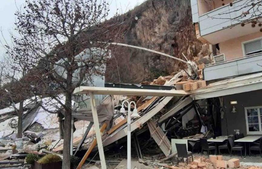 Оползень из камней обрушился на отель в Южном Тироле