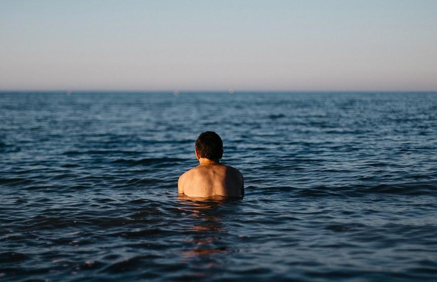 Мужчина искупался в море и умер