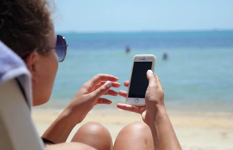 Учёные: отдых с телефоном равносилен его отсутствию