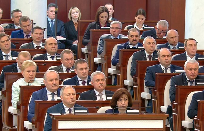 Лукашенко о военном конфликте в Украине: Давайте собираться и прекращать эти войны