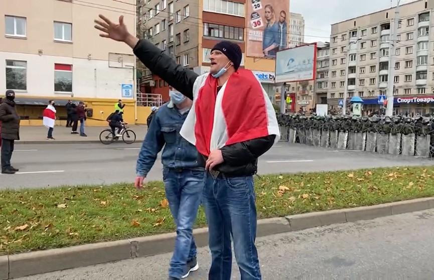 Воскресные хождения по Минску прошли под призывами передать власть в Беларуси, но получилось не очень