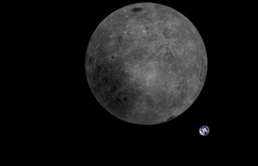 Фото обратной стороны Луны разместили в Сети
