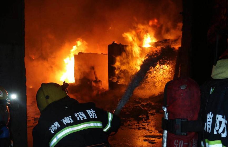 5 человек погибли и ещё 27 пострадали при пожаре в жилом доме на юге Китая