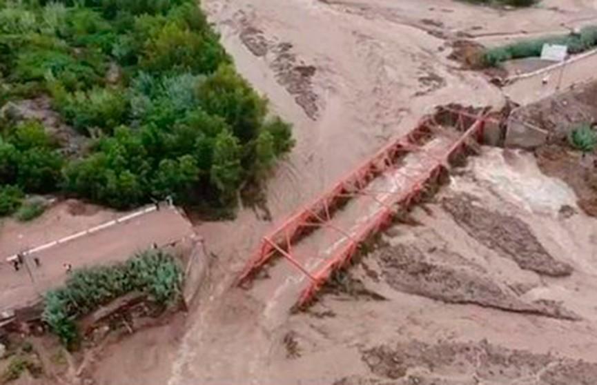 В Перу из-за подтопления обрушилась стена здания: погибли девять человек