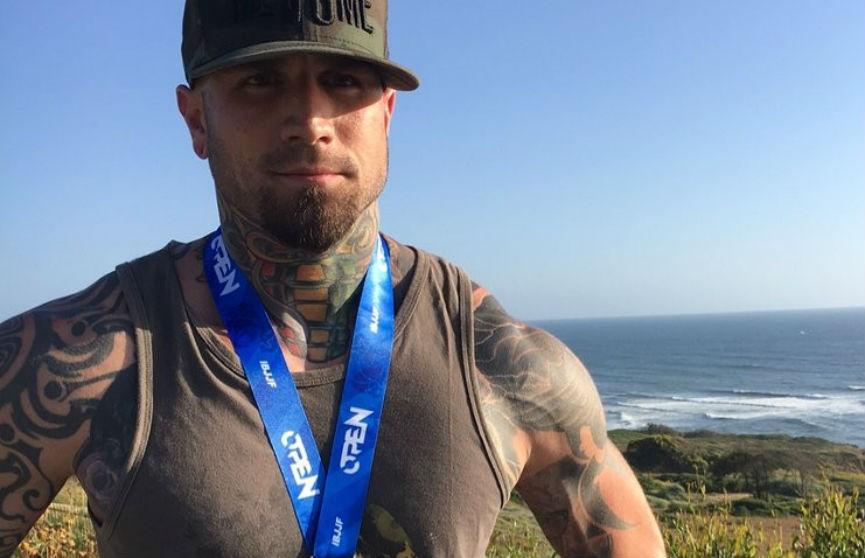 Шокирующая татуировка на голове американца прославила его и удивила соцсети