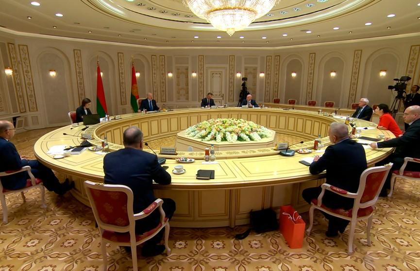 Пять наиболее провокационных вопросов Лукашенко на встрече с украинскими СМИ