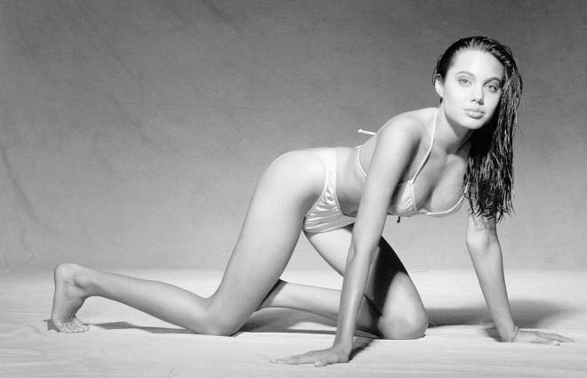 Фотограф поделился кадрами откровенной фотосессии с 16-летней Анджелиной Джоли