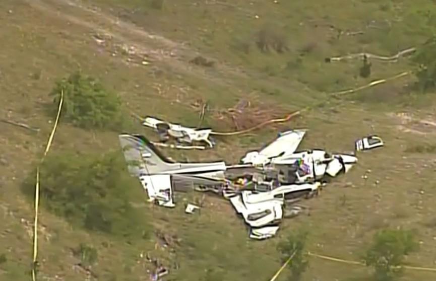 Двухмоторный самолёт разбился в Техасе: все шесть человек, которые были на борту, погибли
