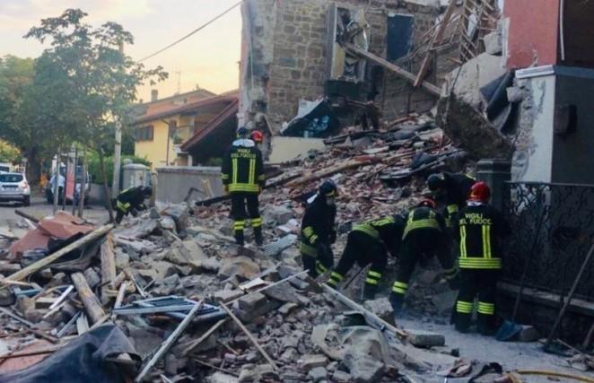 Утечка бытового газа привела к взрыву в доме на севере Италии. Три человека погибли