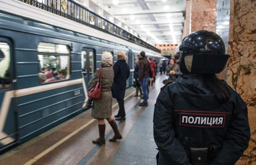 Мужчина захватил заложника в московском метрополитене