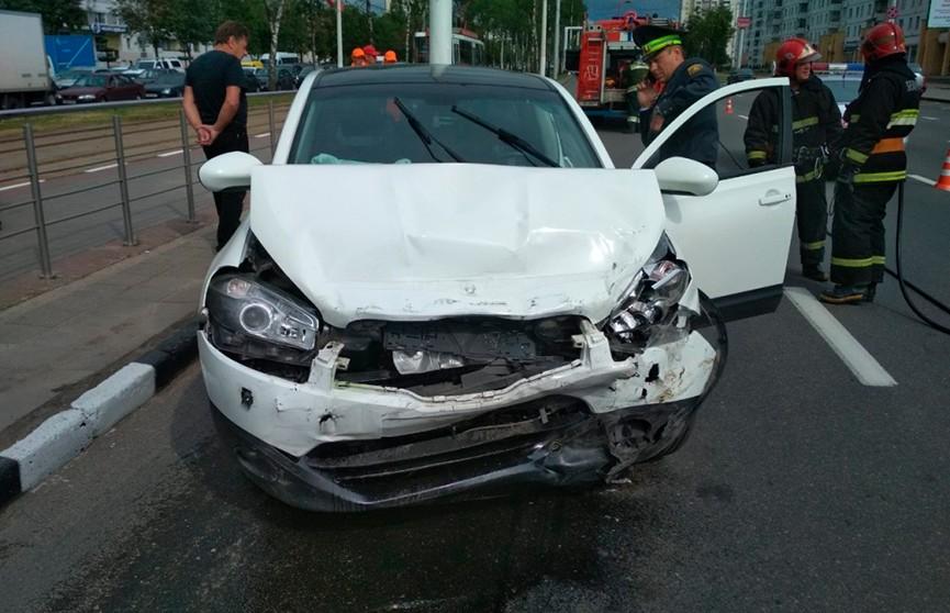 Москвичка избила прихожанку храма и разбила 4 машины в Витебске