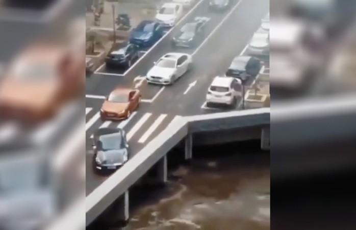 Кадры с «исчезающими» авто поставили в тупик пользователей Сети (ВИДЕО)