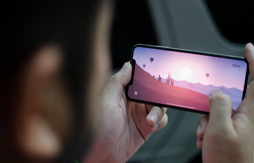 Кто кого? Эксперты сравнили производительность нового iPhone и Samsung