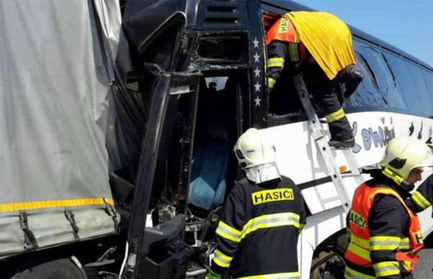 Автобус с детьми попал в ДТП в Чехии, 18 человек пострадали