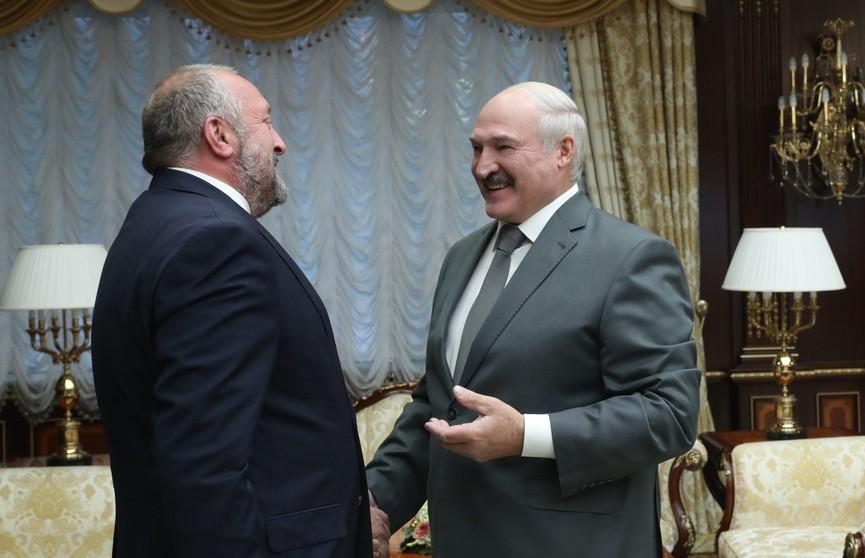 «Минск создаёт атмосферу, в которой можно решать вопросы без бряцания оружием».  Лукашенко встретился с экс-президентом Грузии Маргвелашвили