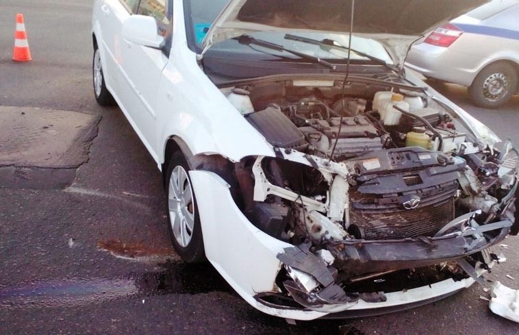 Легковушка столкнулась с маршруткой в Бобруйске: пострадали пять человек