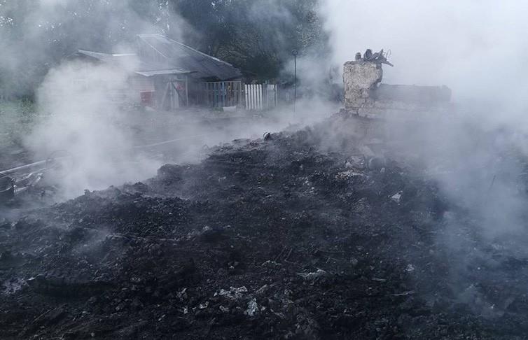 Два человека погибли на пожаре в Дятловском районе