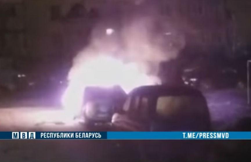 МВД: в Могилеве подожгли машину милиционера (ВИДЕО)
