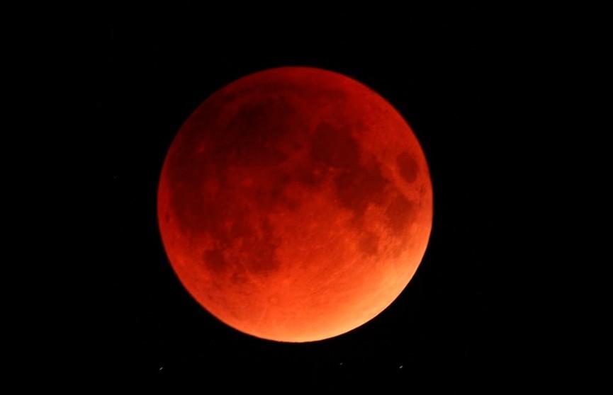 Жители планеты наблюдали затмение «кровавой» Луны