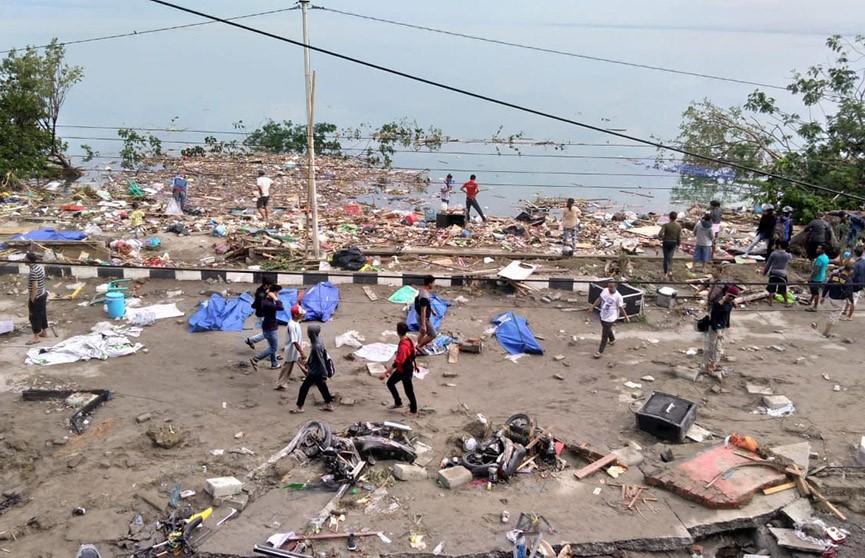 Количество погибших из-за стихийных бедствий в Индонезии приближается к 2 тысячам