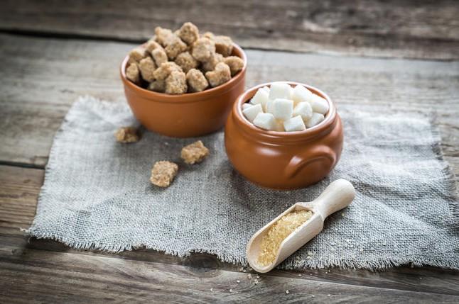 Белый или коричневый сахар? Какой полезнее?
