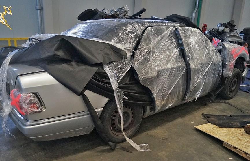 Груз с секретом: в Беларусь пытались незаконно ввезти легковой автомобиль, спрятав его в фуре среди запчастей
