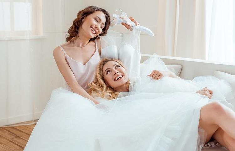Битва за главную роль: невеста поссорилась с подружкой из-за платья накануне свадьбы