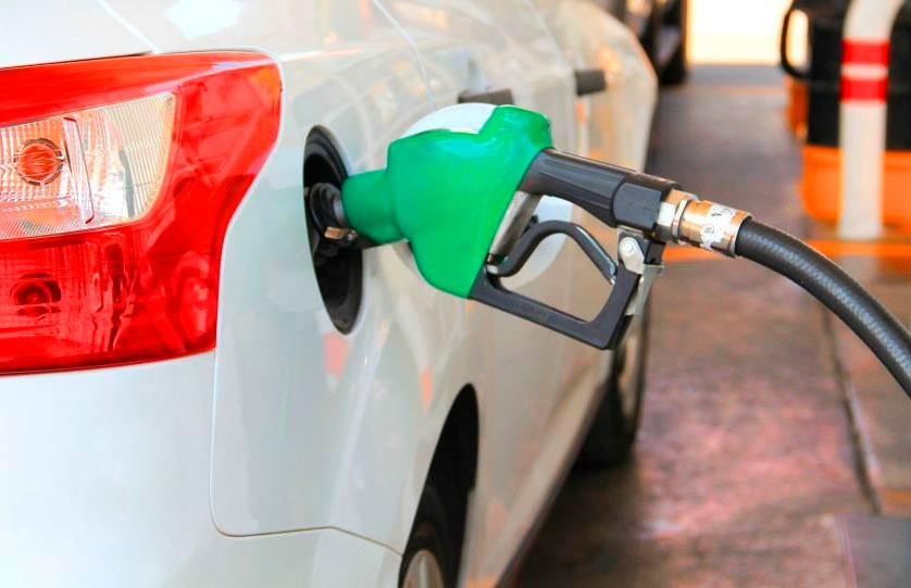 Автомобильное топливо вновь подешевело