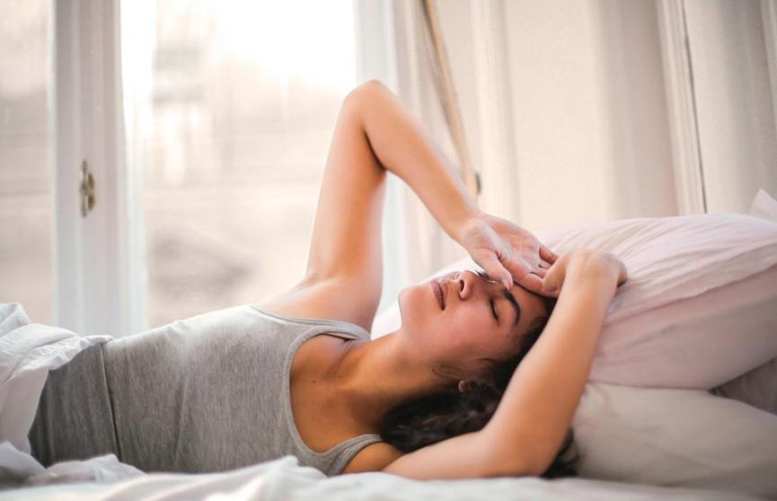 Блогер поделилась простым трюком, который помогает ей заснуть: об этом девушке рассказал врач
