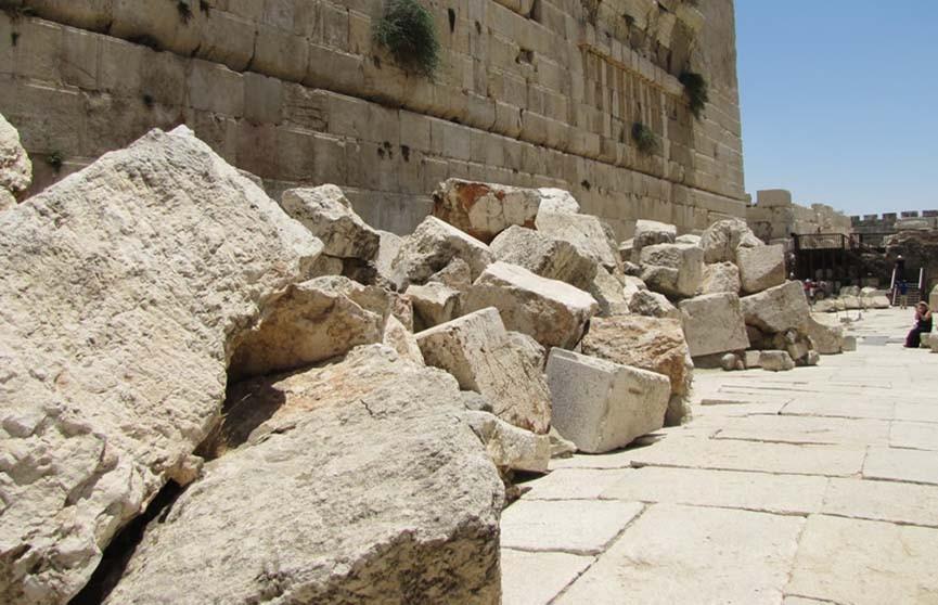 Камень весом 100 килограммов отвалился от Стены Плача в Иерусалиме